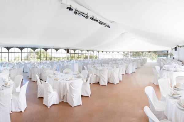 des chaises et des tables pour evenement