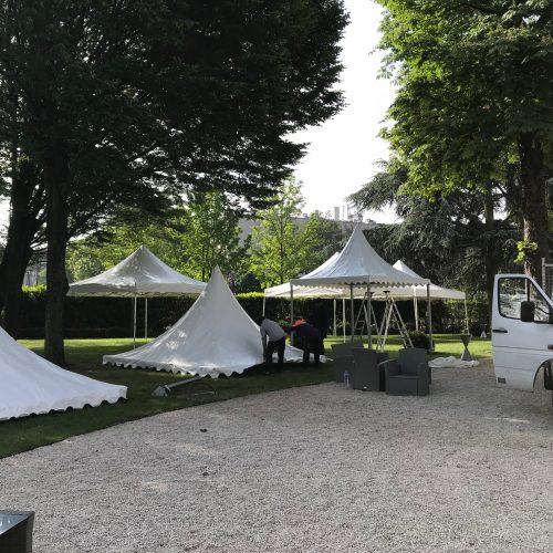 Montage location de pagodes dans un parc pour évènement à paris