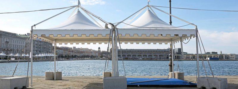 Petites pagodes 3x3m pour un marché en bord de seine